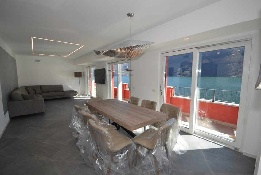 Lake Lugano Porlezza apartment for sale directly on the lake with boat mooring (1)