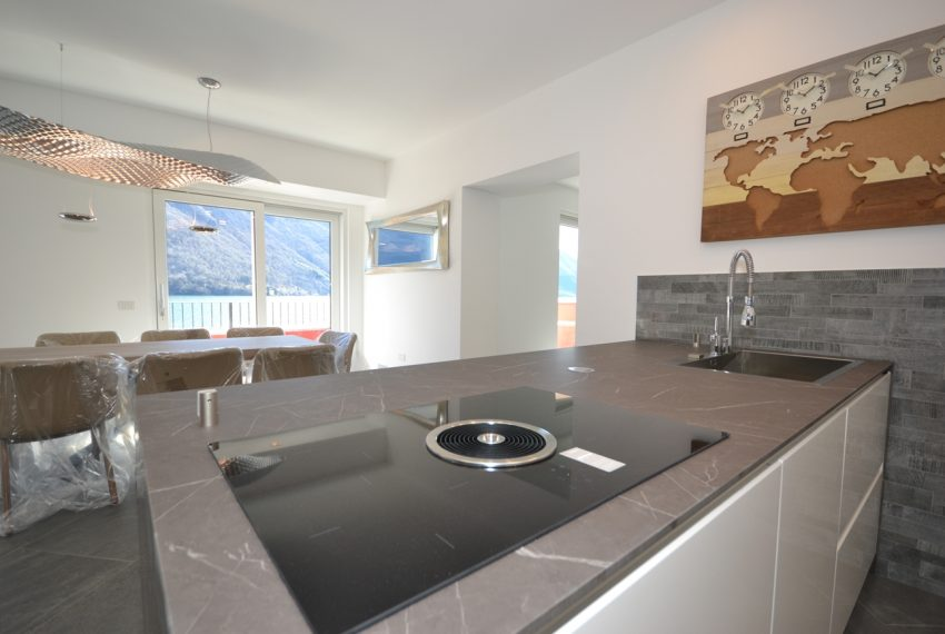 Lake Lugano Porlezza apartment for sale directly on the lake with boat mooring (16)