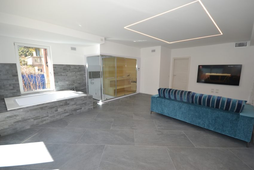 Lake Lugano Porlezza apartment for sale directly on the lake with boat mooring (22)
