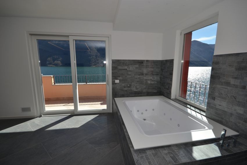 Lake Lugano Porlezza apartment for sale directly on the lake with boat mooring (23)