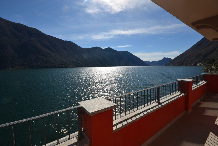 Lake Lugano Porlezza apartment for sale directly on the lake with boat mooring (4)